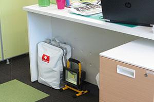 ベスト個別学院の防災バッグと投光器